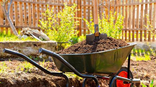 удобряем почву компостом