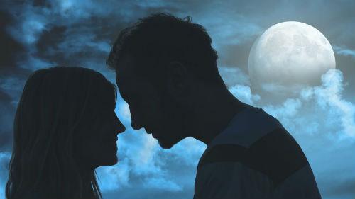 любовь при луне